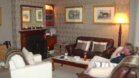 Strandeen Bed and Breakfast: The parlor