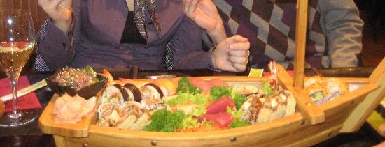inari sushi bar: De Sushi-boot