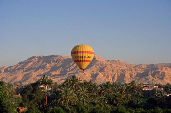 Flats in Luxor: Ballooning over the Theban Hills