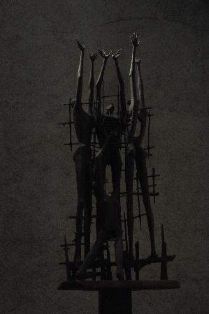 """Civico Museo della Risiera di San Sabba: Statua di M. Mascherini """"Monumento di Auschwitz"""""""