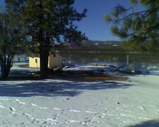 B's Backyard Bar-B-Que: Winter time view