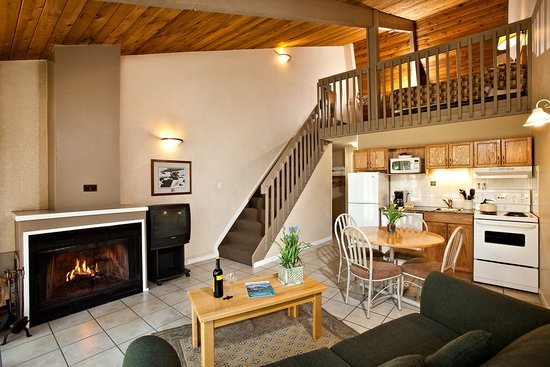 Tunnel Mountain Resort: One Bedroom Plus Loft Chalet