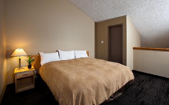 Tunnel Mountain Resort: One Bedroom Plus Loft Suite - Loft Area