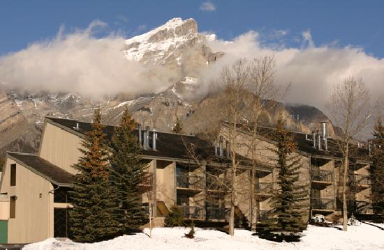 Tunnel Mountain Resort: Suite Building Exterior