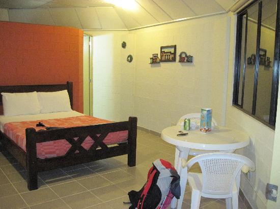 Las Hojas Resort & Club : My bed.