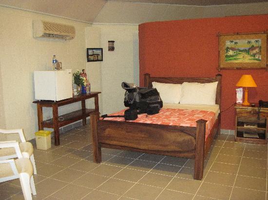 Las Hojas Resort & Club : My friend's bed.