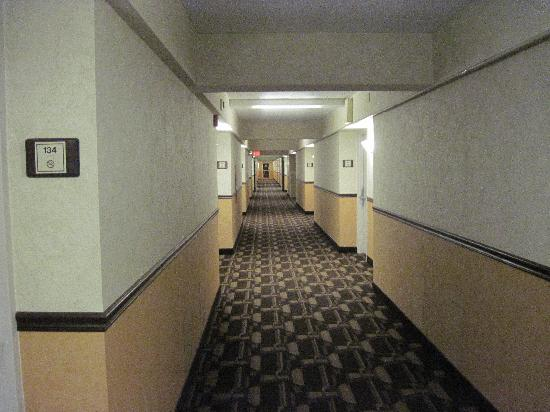 Quality Inn & Conference Center: Hallway
