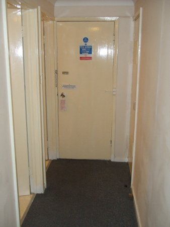 Fairways Lodge & Leisure Club: The old door that needs to be locked inside and out as it does not lock when you leave the room