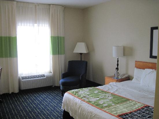 Fairfield Inn & Suites Akron South: King room