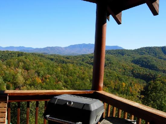 Sherwood Forest Resort: View of the Smokies from the porch