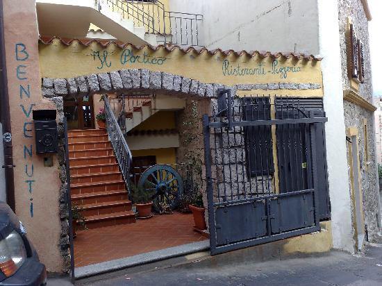 Esterno del ristorante foto di il portico orgosolo for Avvolgere le planimetrie del portico