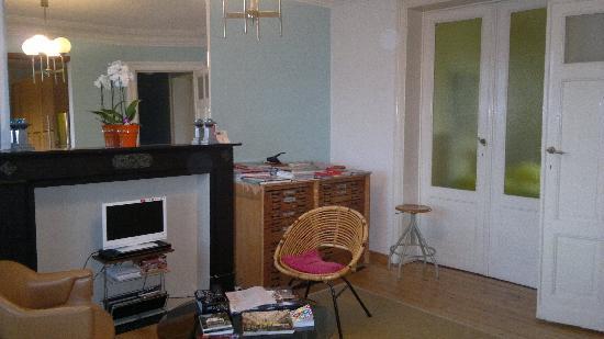 Aviation19 Bed & Breakfast: living room