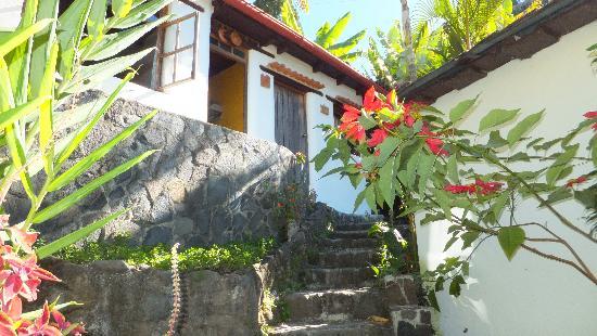 Jinava Hotel & Restaurant: The room from outside!