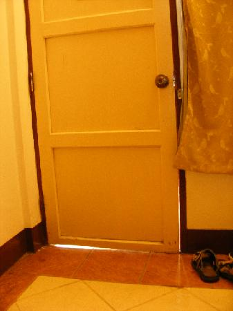 Cool Guesthouse: Room's door