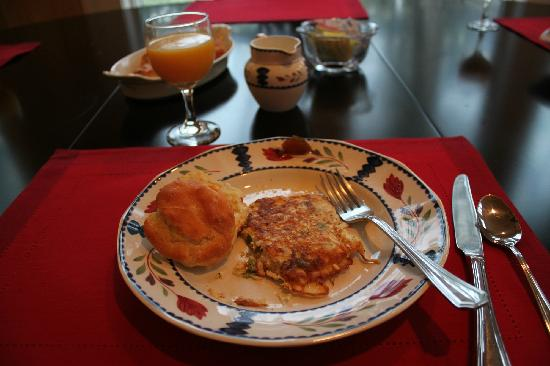 Point Clear Cottages: Crab omelets and biscuits- yummy!