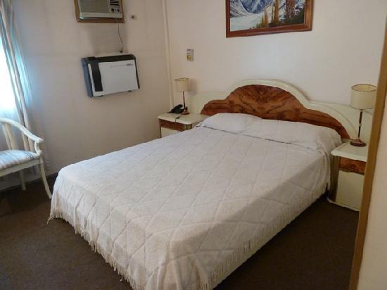 Hotel Nutibara: bed