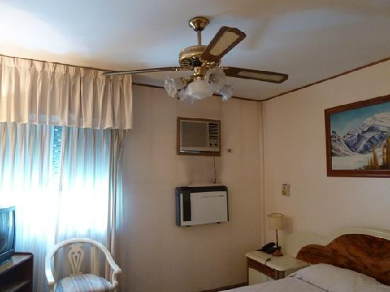 ‪هوتل نوتيبارا: ceiling fan, aircon, and heater‬