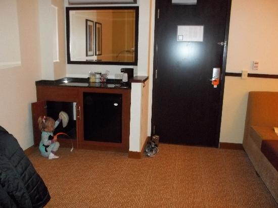 Hyatt Place Saratoga / Malta: My daughter exploring