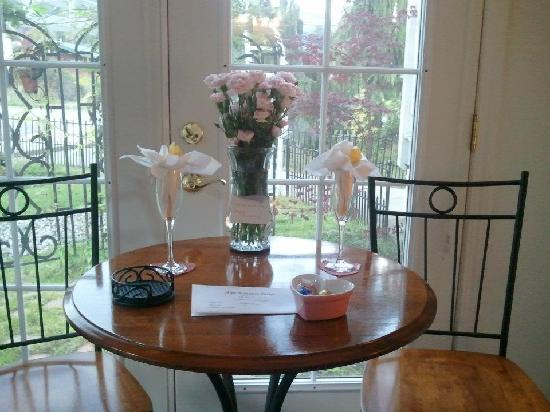 Alps Romance Suites: The table with flowers