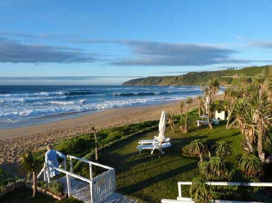 Haus am Strand - On the Beach: Vom Garten geht es direkt ins Meer