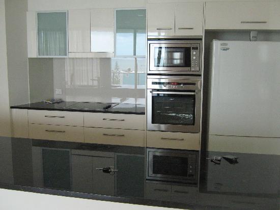 Cilento: Clean, large kitchen.