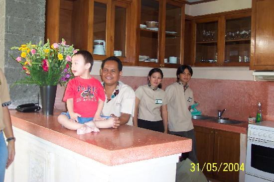 Balivillas.com Estate: Our 3 servants@Villa Cempaka, Sanur - Made the chief cook, Komang the chambermaid &  Ketut the h