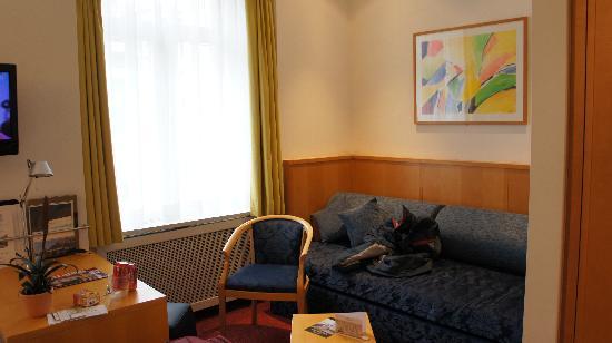 Hotel Schweizerhof: Room other angle