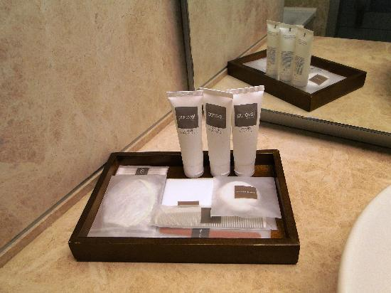 Swissotel Grand Efes Izmir - Premier Room - bathroom - luxury toiletries