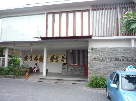 Amadea Resort & Villas: Main holding area before going into hotel lobby