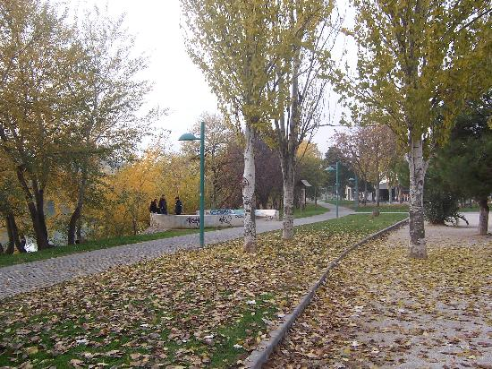 El Ebro : Park, Youngsters and Graffiti