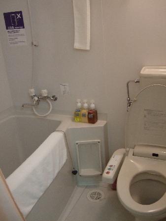 Vessel hotel Fukuoka Kaizuka: bathroom, room 1301