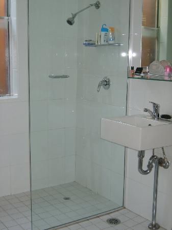 Lido Suites : The bathroom