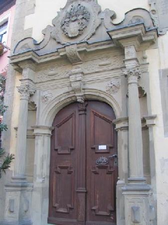 Town Hall: entrance