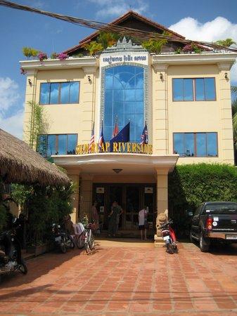 Siem Reap Riverside: ホテル外観