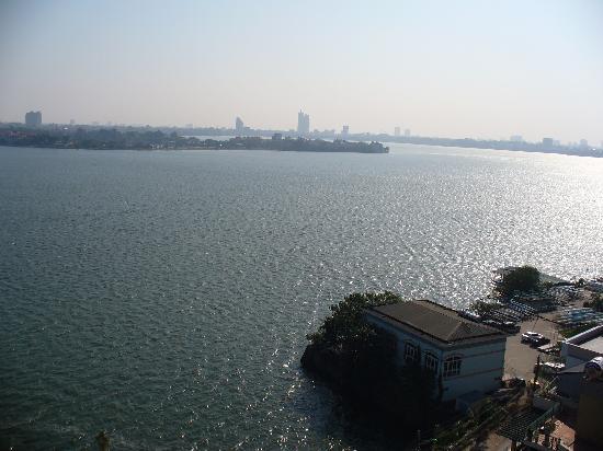 Sunset Westlake Hanoi Hotel : Lake view