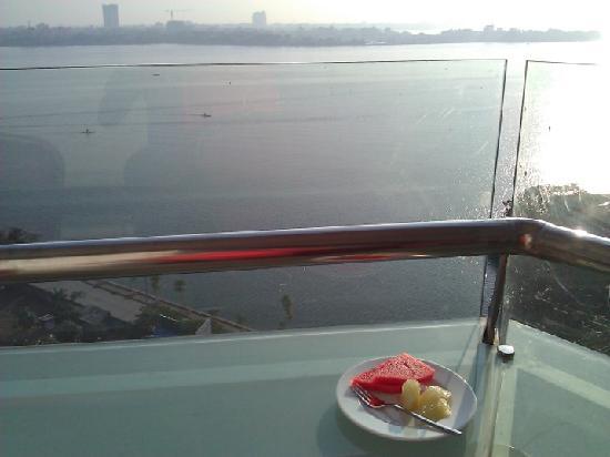 Sunset Westlake Hanoi Hotel : Lake view from hotel