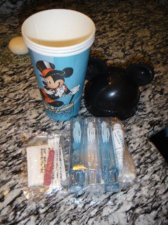Disney's Hollywood Hotel: Toothbrush amenity pack