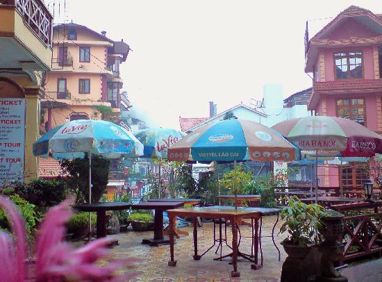 Lotus Hotel: ...Overlooking patio enterance