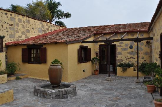 Tenerife Self Catering - La Bodega: Bougainvillea Cottage