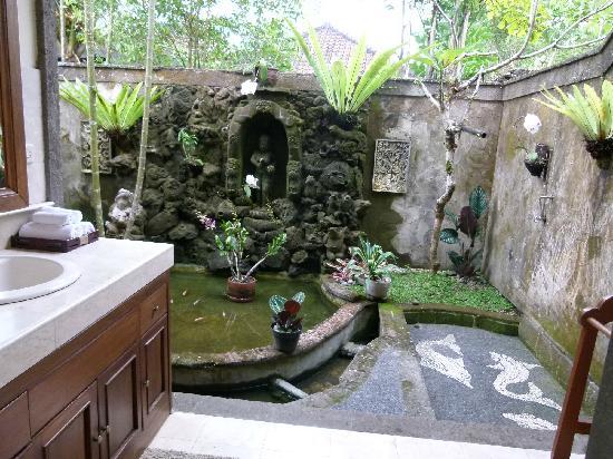 Salle de bain ouverte sur jardin privatif - Picture of Alam Shanti ...