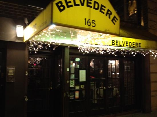 Trattoria Belvedere: street entrance at night