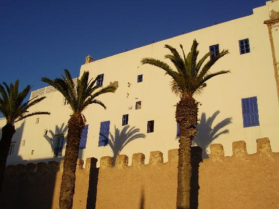 Essaouira Ramparts: Sun vs. shadow in Essaouira