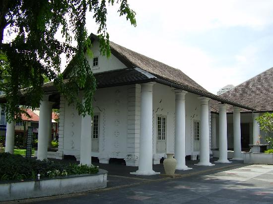 Berambih Lodge: White Maharaja's municipal building, D/T Kuching