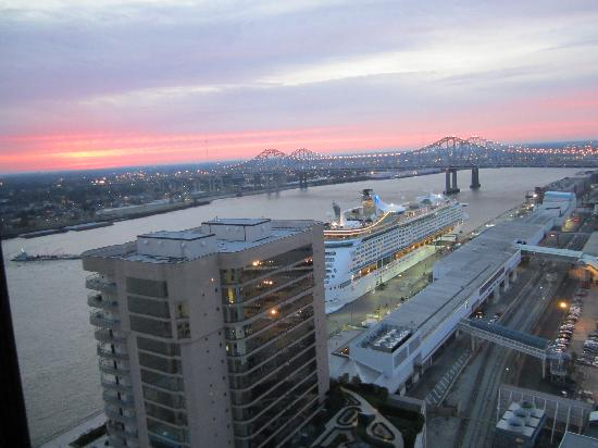 Hilton New Orleans Riverside: View from our room on the 26th floor