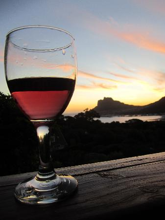 Amblewood Guest House: Enjoying the wine and sunset at the deck