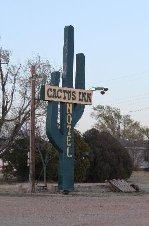 Cactus Inn: Cool sign!