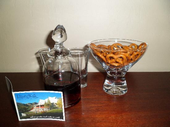 Riverwalk Bed & Breakfast: Welcome note & Sherry