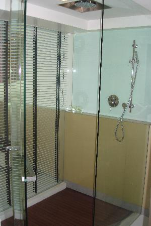 B-Lay Tong Phuket : bathroom