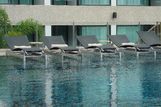 B-Lay Tong Phuket : pool