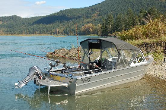 Fraser River Lodge: Fishing boat